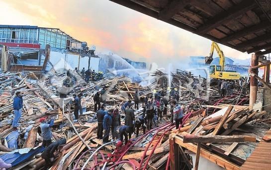 香格里拉:独克宗古城烧完,统一规划重建