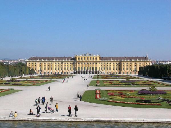 维也纳:世界遗产美泉宫向游客提供住宿