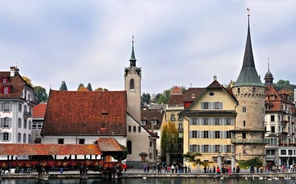 欧盟:简化程序,拟颁有效期一年的旅游签证
