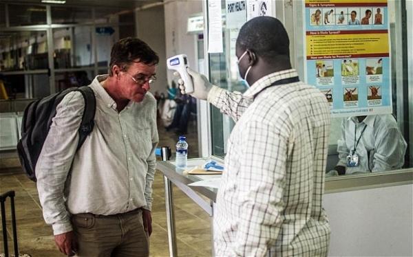 快讯:埃博拉病毒致死729人 全球机场严防