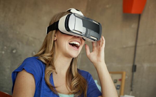 Oculus:消费者版虚拟现实头盔明年Q1出货