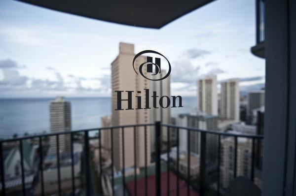 希尔顿:计划回购10亿美元 并更名希尔顿股份