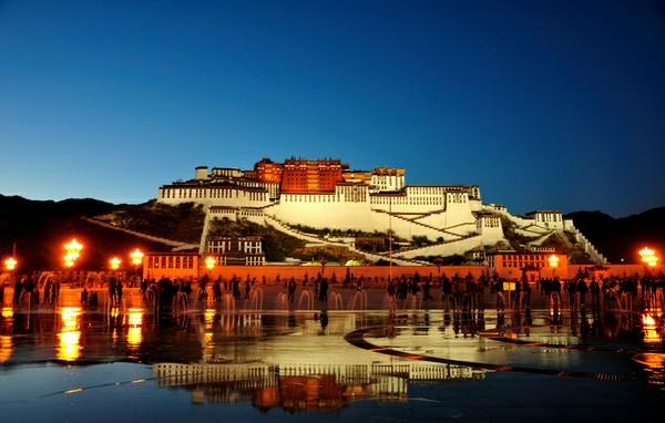 西藏迎旅游高峰:布达拉宫 大昭寺实行预约参观