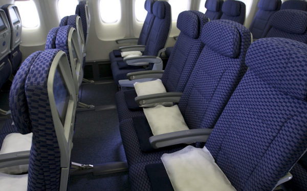 美联航:再爆丑闻 有票儿童被迫让座候补乘客