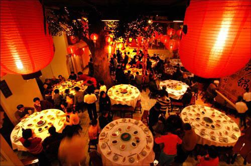 中国饭店协会:发布《中国餐饮业年度报告》