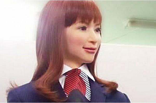 Henn-na酒店:人形机器人服务 降低人工成本