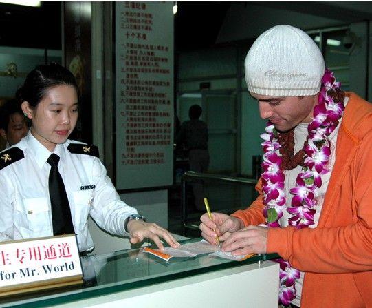 德媒:中国边检在入境检查时留存外国人指纹