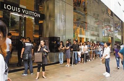 中国游客:赴港同比降一半 韩泰日增5成以上