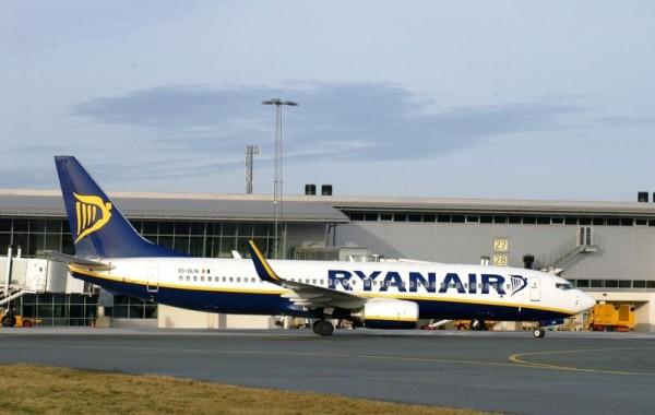 瑞安航空?#21644;?#20986;行李新规 鼓励乘客托运行李