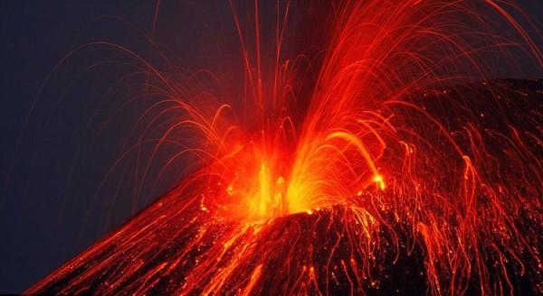 印尼:火山喷发致巴厘岛机场关闭 影响旅游