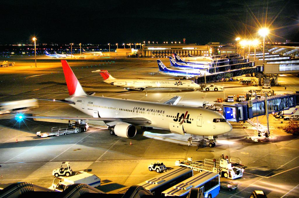 JAL-ANA-at-Chubu-Airport