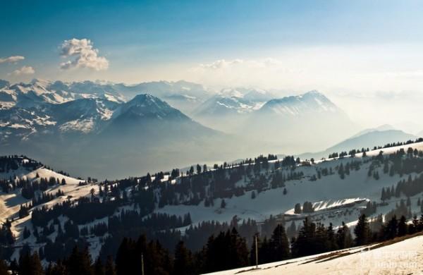 """瑞士:澄清未开中国游客""""专车""""未人满为患"""