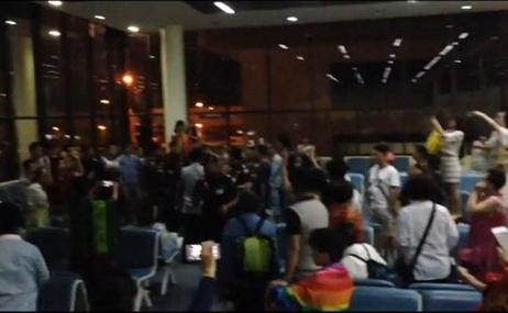 曼谷机场事件:只声讨游客不文明就够了吗