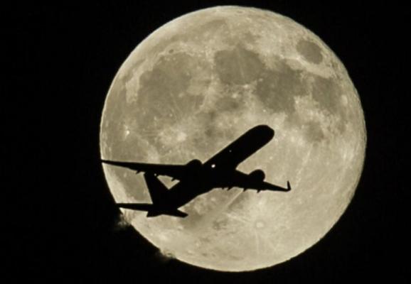 空中赏月:最佳航班763班次 教你赏月姿势