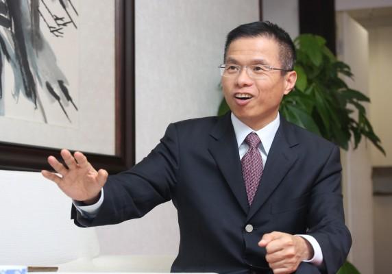 许慕韩:辞任香港中旅董事局主席等职务
