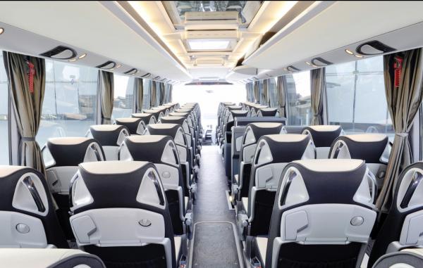 两部委:规范导游专座 确保客运车逃生通道