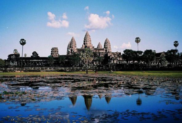 柬埔寨:计划未来5年新建或修复6个机场