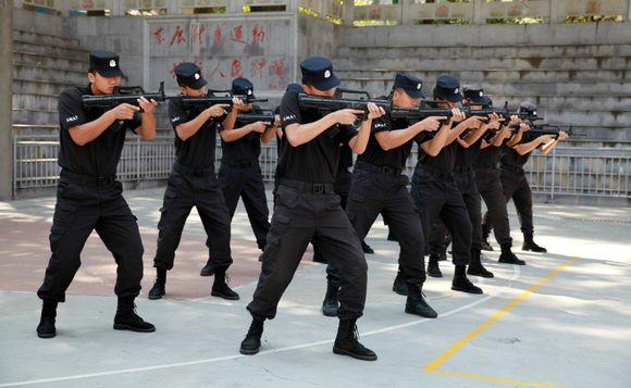 湖南:首支旅游警察大队亮相 综合执法尖刀连
