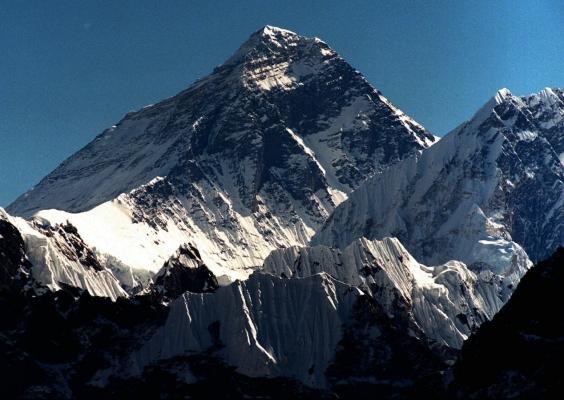 珠峰永久关闭系谣言:实为科学保护再升级