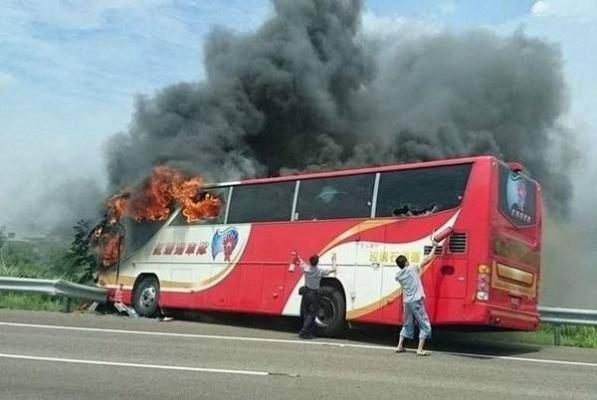大陆旅行团:台湾车祸原因 司机酒后自杀烧车