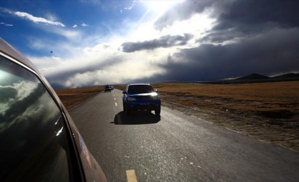 """新疆:借力一带一路 跨境自驾游传播""""丝路风情"""""""