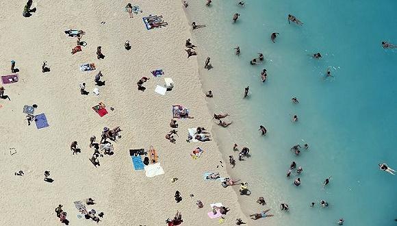 希腊:经济千疮百孔 旅游业突破记录来拯救