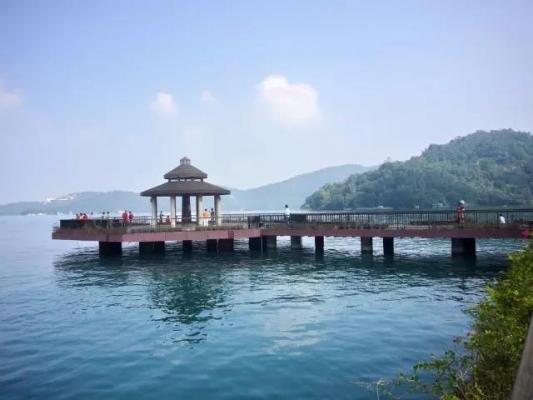 广之旅:暑期上架小镇主题旅游较去年增3成