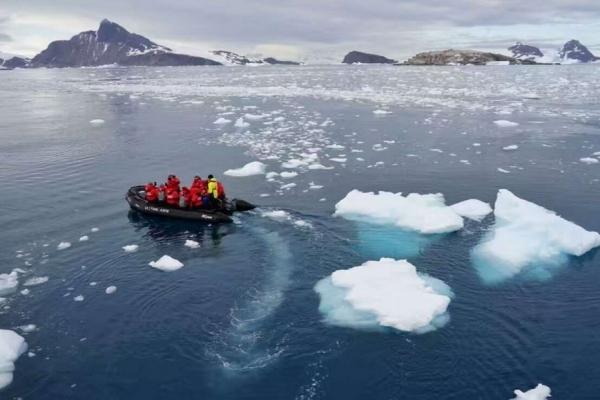 """携程:新春旅行之""""最"""" 女儿花65万带父母去南极"""
