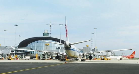 成都机场:将改扩建 新增50个停机位3个登机口