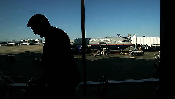 美联航:更改员工乘机政策 避免暴力驱赶乘客