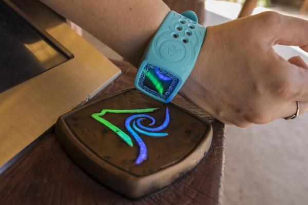 环球:新水上乐园将推出多功能Tapu Tapu手环