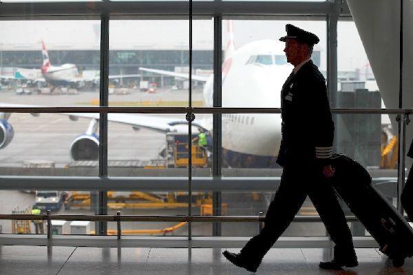 俄媒:飞行员纷纷跳槽亚洲 俄航空公司叫苦不迭