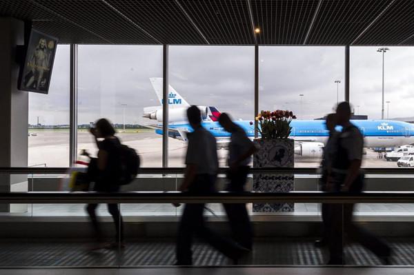 史基浦机场:开通小包行李乘客快速通道