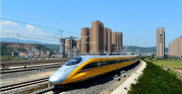 中国:动车客运量占比过半 中西部高铁里程过半