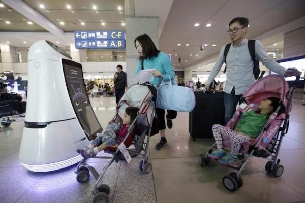韩国:机场启用机器人员工 颠覆旅游业人资?