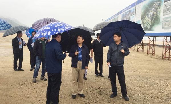 中青旅:董事长康国明赴阜平考察旅游扶贫工作