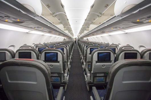 飞机制造商已经在座椅间距低至28英寸的情况下展示了全面的紧急飞机