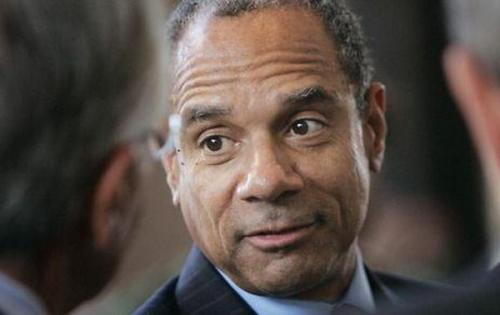 美国运通:CEO将卸任 巴菲特称欠他个巨大感谢