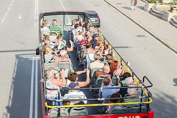UNWTO:全球目的地的国际游客人次创下新高