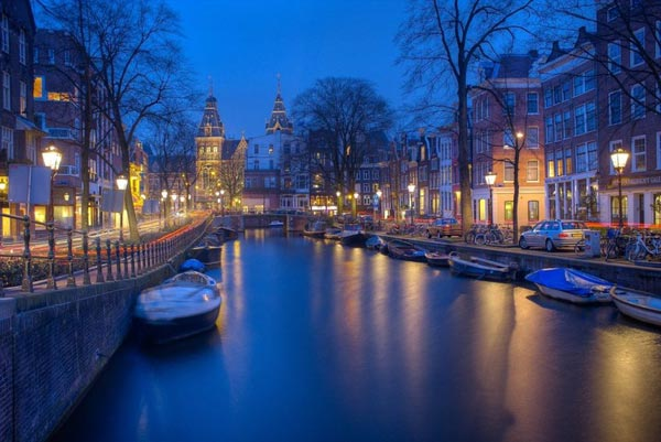 荷兰首都不堪重负:让游客免费坐火车去海牙观光