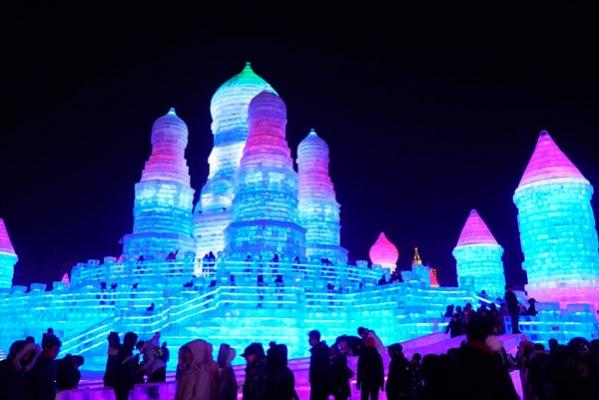 哈尔滨:万达冰灯大世界开启冰雪奇幻之旅
