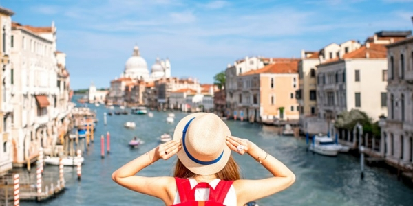 商务旅客:预订比较自由 各年龄组差距不大