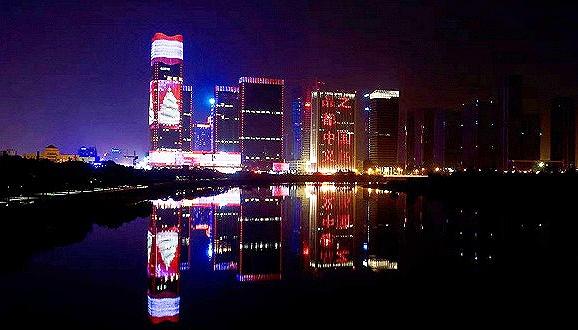 """中国义乌:五星级酒店开进中国""""圣诞小城"""""""