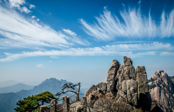 黄山旅游:扩大版图 拟购太平湖文化56%股权
