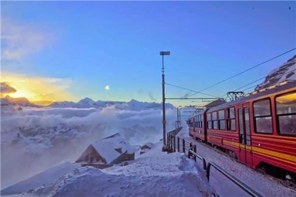 """瑞士特色小镇:""""滑雪天堂""""对我们的6大运营启示"""