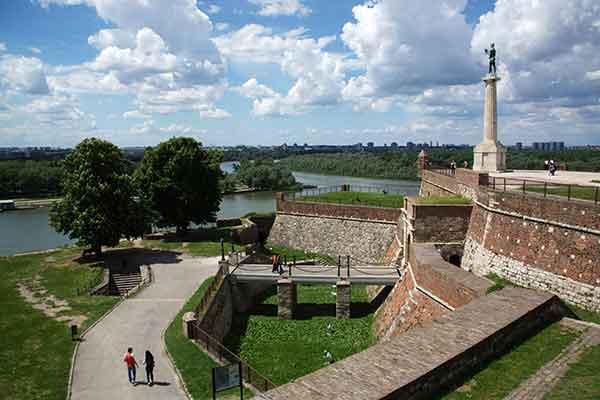 """塞尔维亚:你想像不到的""""欧洲十字路口"""""""