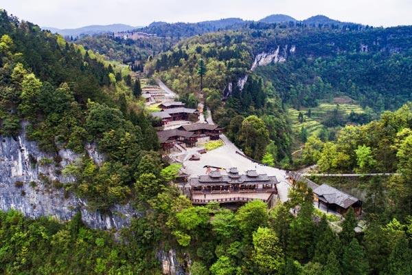 武隆:天坑寨子从自然观光到文旅的突围之路
