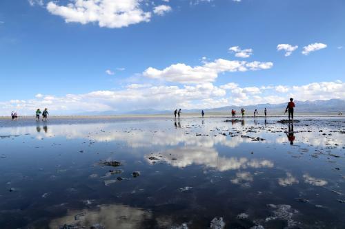 茶卡盐湖景区:开始每日限制游客数量5万人次