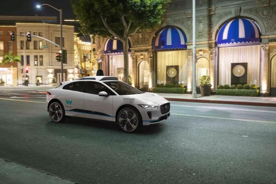 谷歌Waymo:年底推出首个无人驾驶打车服务