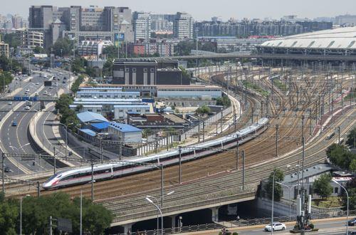 """京津城际高铁:京津""""大动脉""""十年 城与人的巨变"""